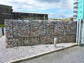 Uplit gabion wall